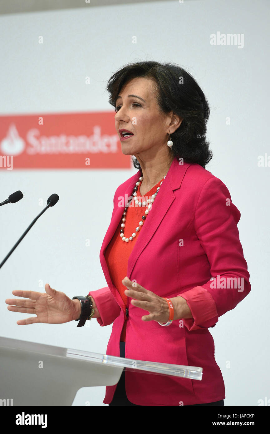 President of Spanish Banco Santander, Ana Patricia Botin (C), offers a press conference held to announce the acquirement - Stock Image
