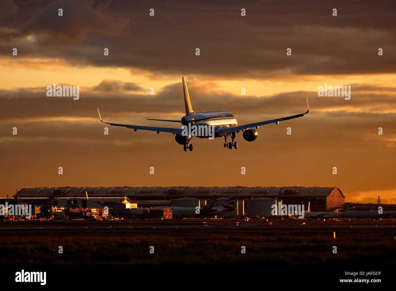D-AIUS Lufthansa Airbus A320-200 cn-7024 arriving at Heathrow on 27R at sunset - Stock Image