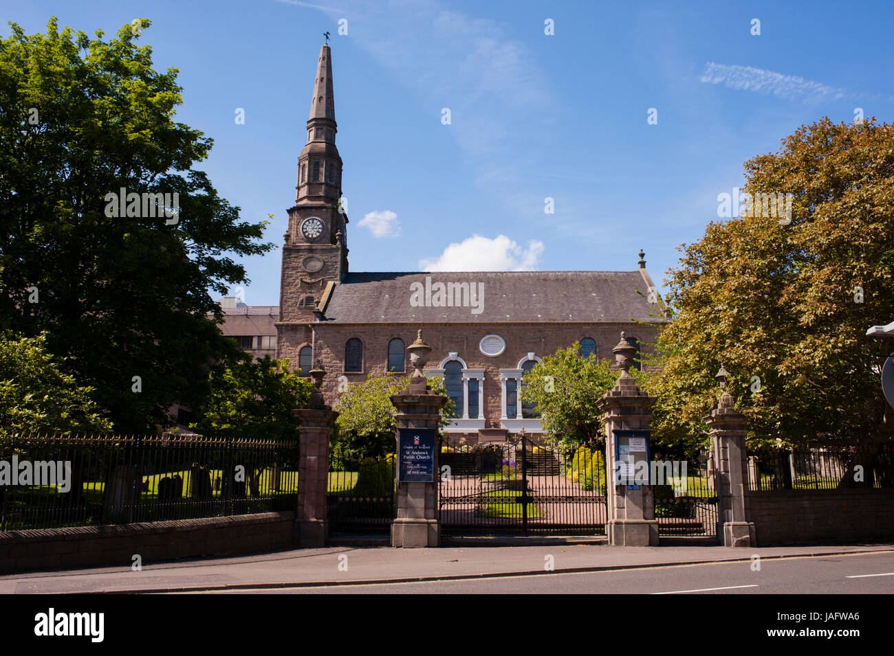 Church of Scotland Saint Andrew's Parish Church. Dundee, Scotland.  Situated on the north bank of Firth of Tay - Stock Image