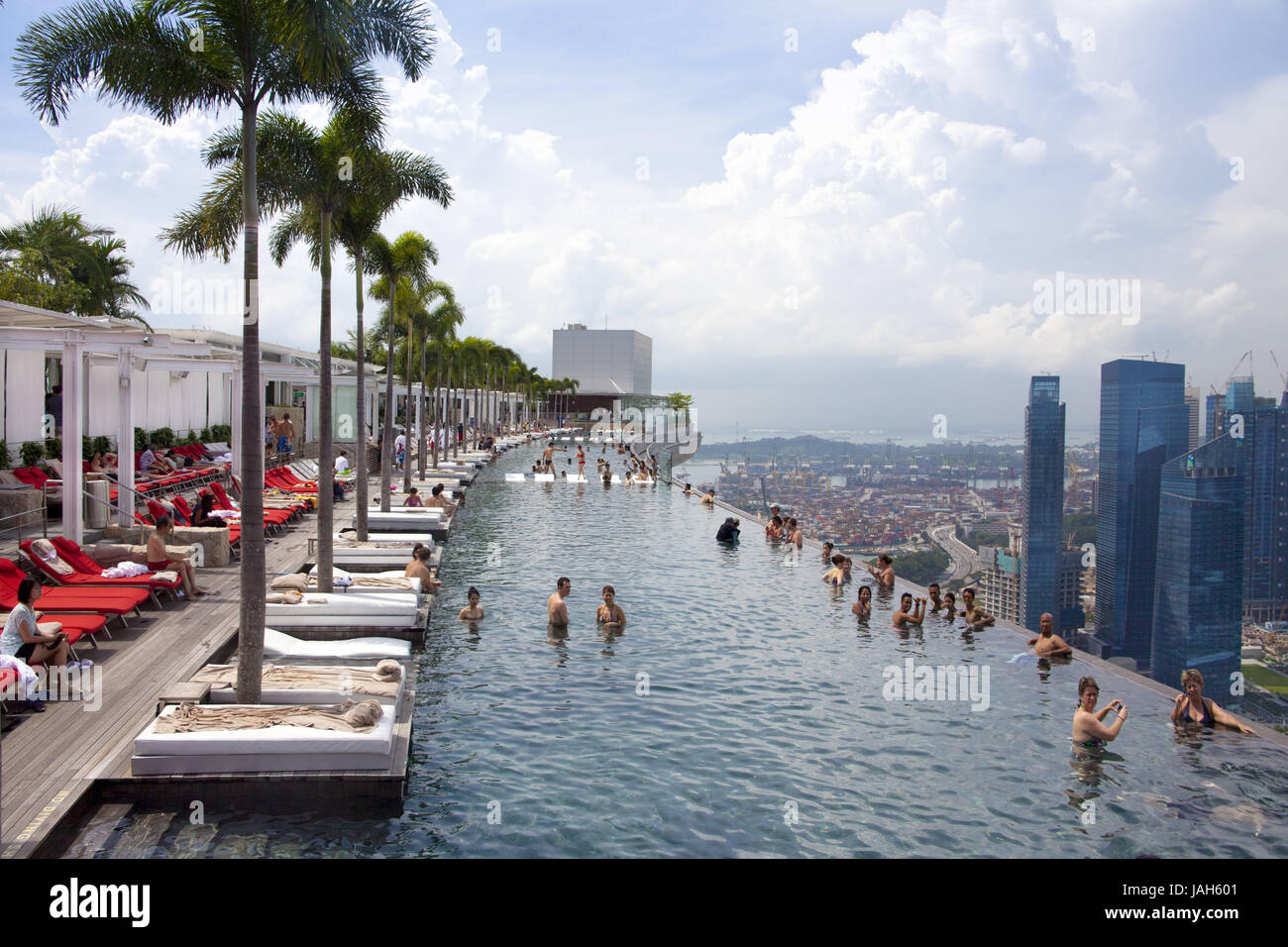 Singapore Hotel 39 Marina Bay Sands 39 Roof Terrace Swimming Stock Photo 144207393 Alamy
