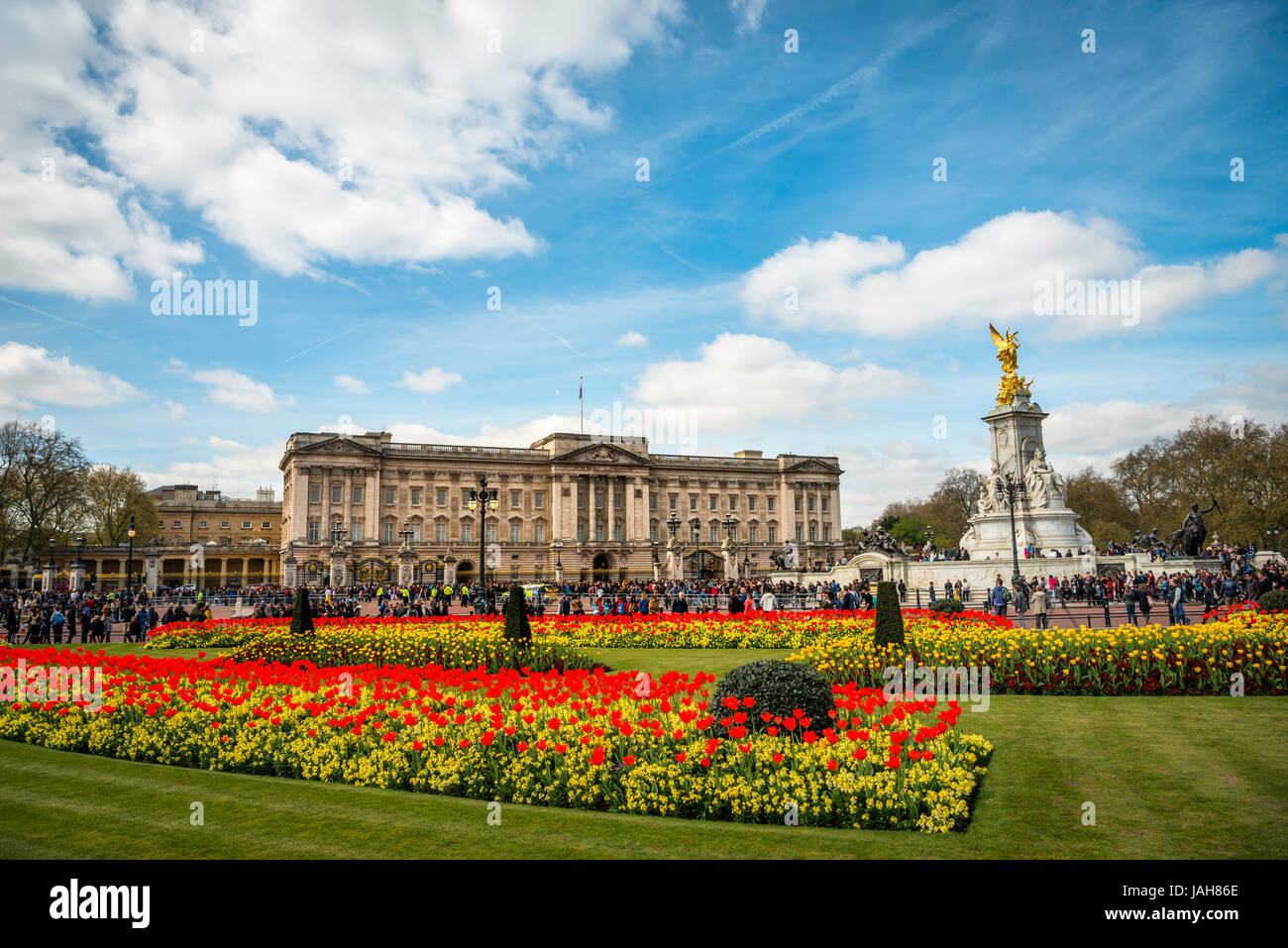 Buckingham Palace and Victoria Memorial, Westminster, London, England, United Kingdom - Stock Image