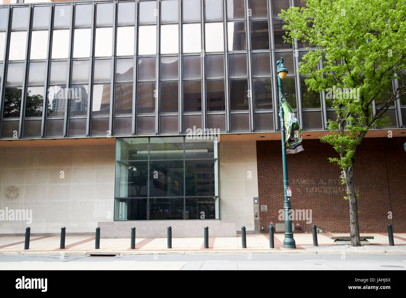 entrance to James A Byrne U.S. Courthouse building Philadelphia USA - Stock Image