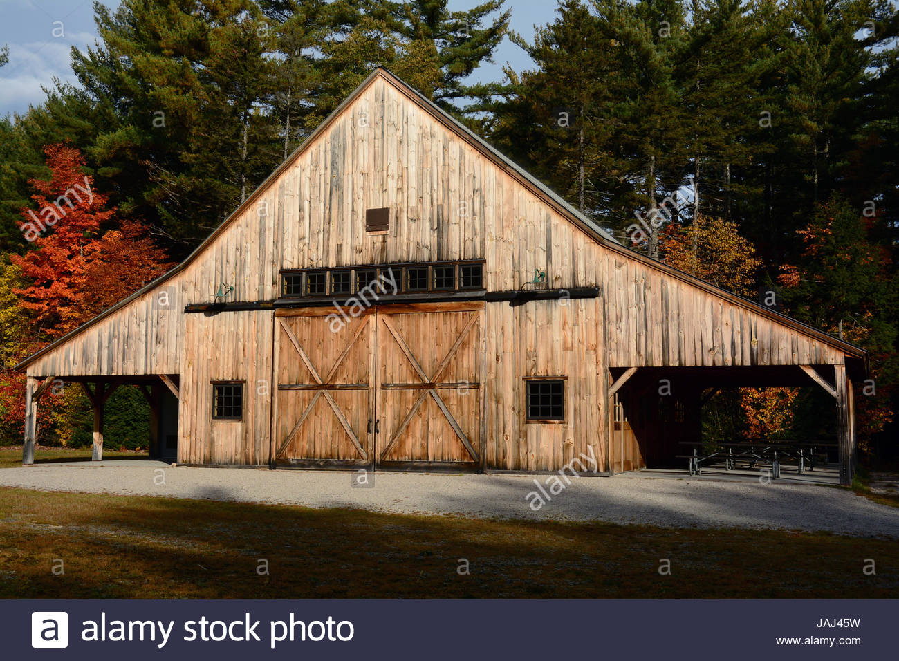 A post and beam barn at the Russell-Colbath Historic site. - Stock Image