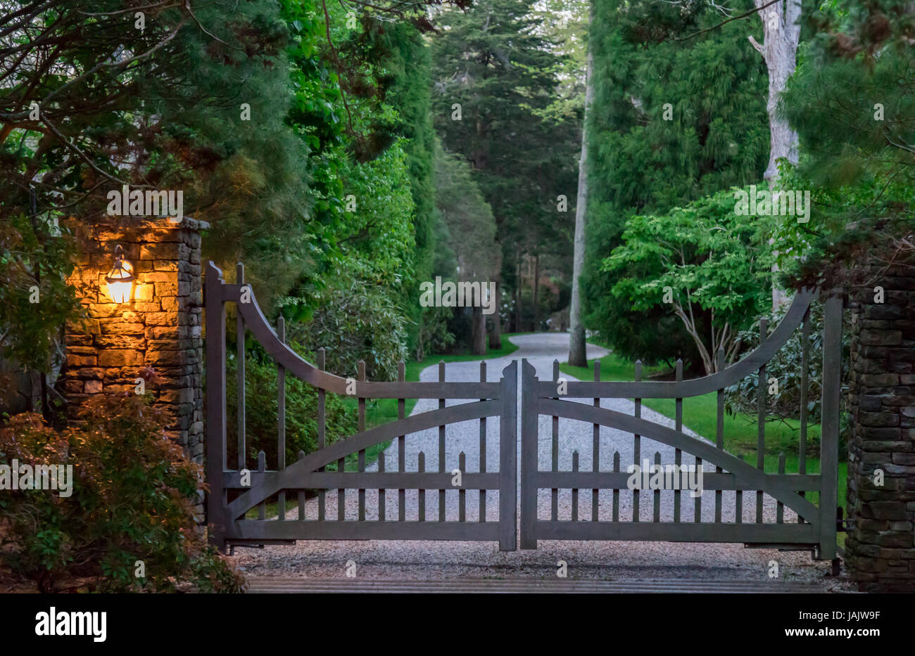 Gated drive in the Hamptons - Stock Image