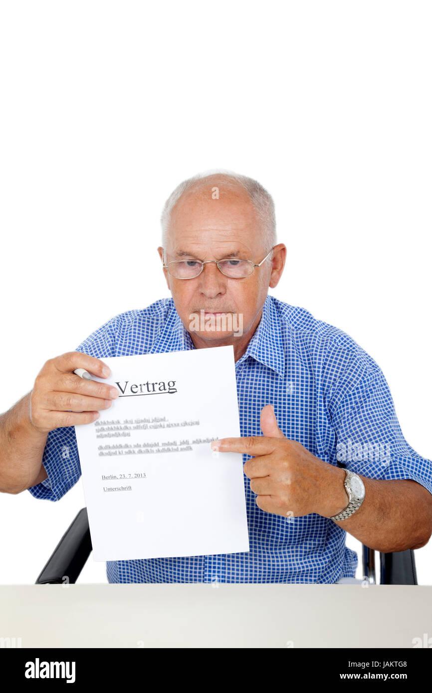 Senior bei Vertragsabschluss Stock Photo