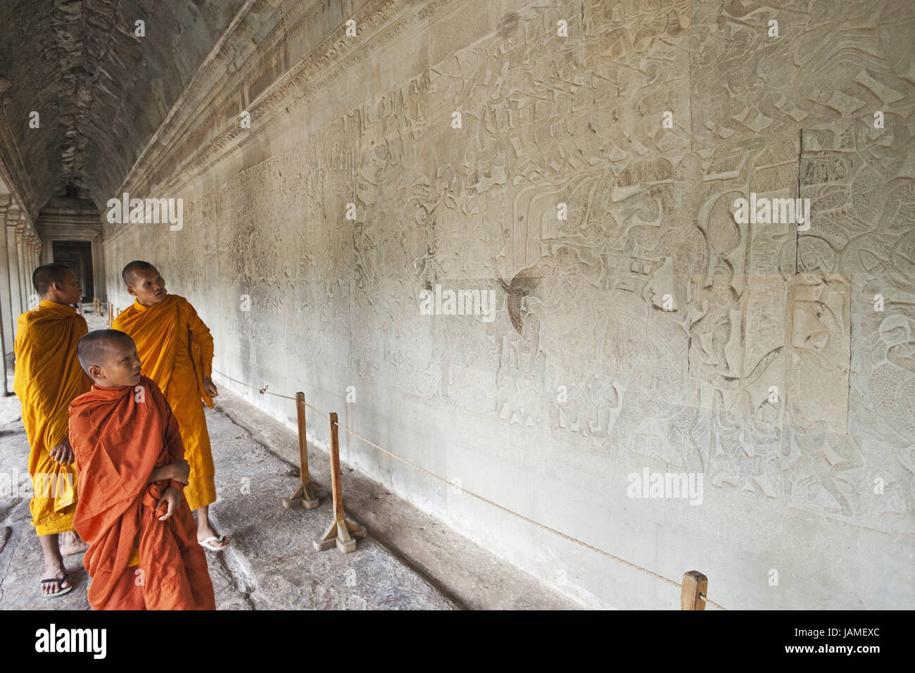 Cambodia,Siem Reap,Angkor Wat,monks,walk,wall,grace notes,reliefs,representation,scenes from the Ramayana epic, - Stock Image