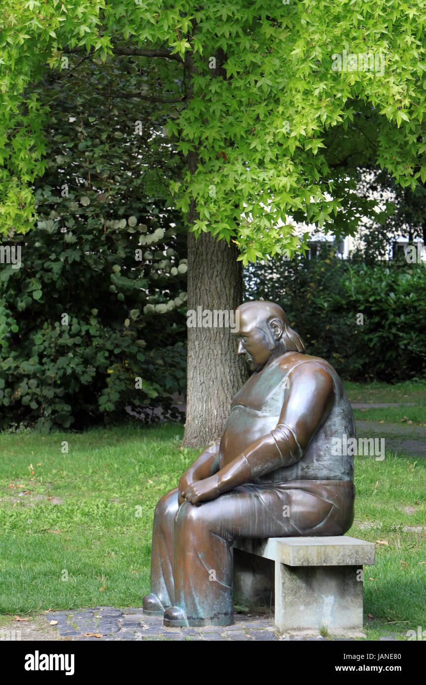 Skulptur der große Sitzende im Theodor-Heuss-Park, Nordrhein-Westfalen, Deutschland, Soest - Stock Image