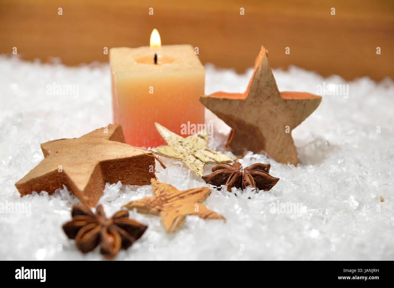 Weihnachten kerze schnee holzstern dekoration advent stock - Dekoration advent ...