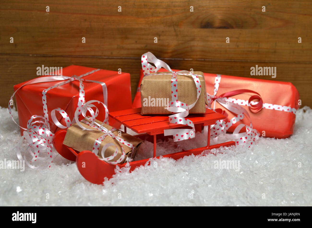 schlitten im schnee weihnachten dekoration advent stock photo 144305273 alamy. Black Bedroom Furniture Sets. Home Design Ideas