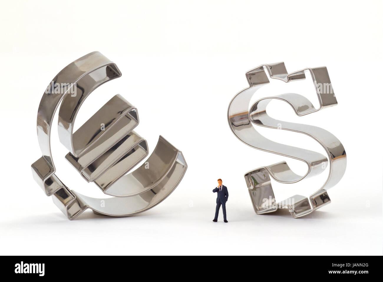 Figur von einem Manager mit Euro und Dollar Symbol - Stock Image
