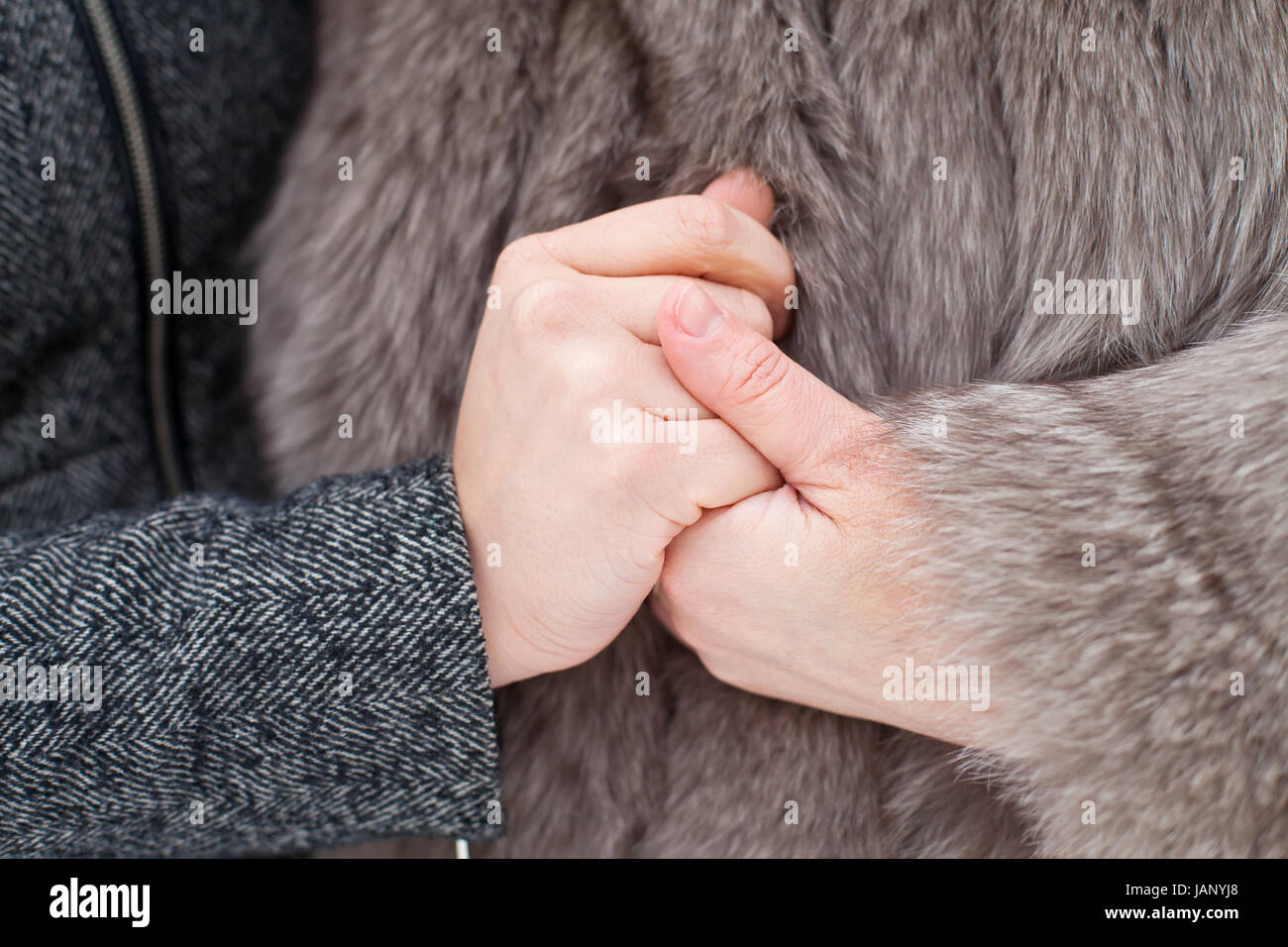 Close up picture of mother and daughter holding hands - Stock Image