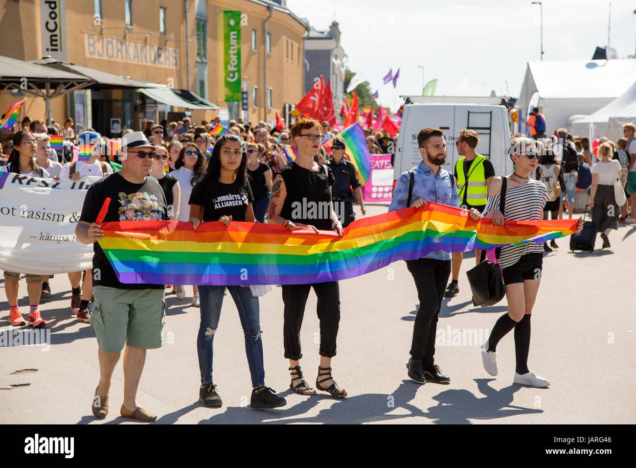 VISBY, SVERIGE - 7 JULI 2016 : Demonstration mot rasism  och HBTQ hat Almedalen den 7 juli i Visby ( Foto: Göran - Stock Image