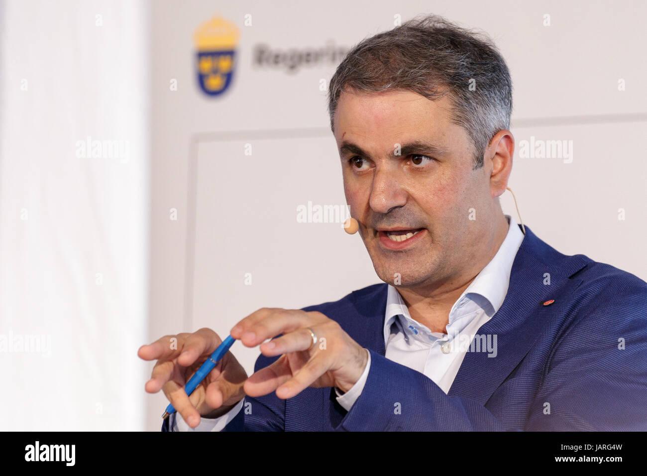 VISBY, SVERIGE - 5 JULI 2016 : Ibrahim Baylan Samordnings- och energiminister, vid Socialdemokraternas presskonferens - Stock Image