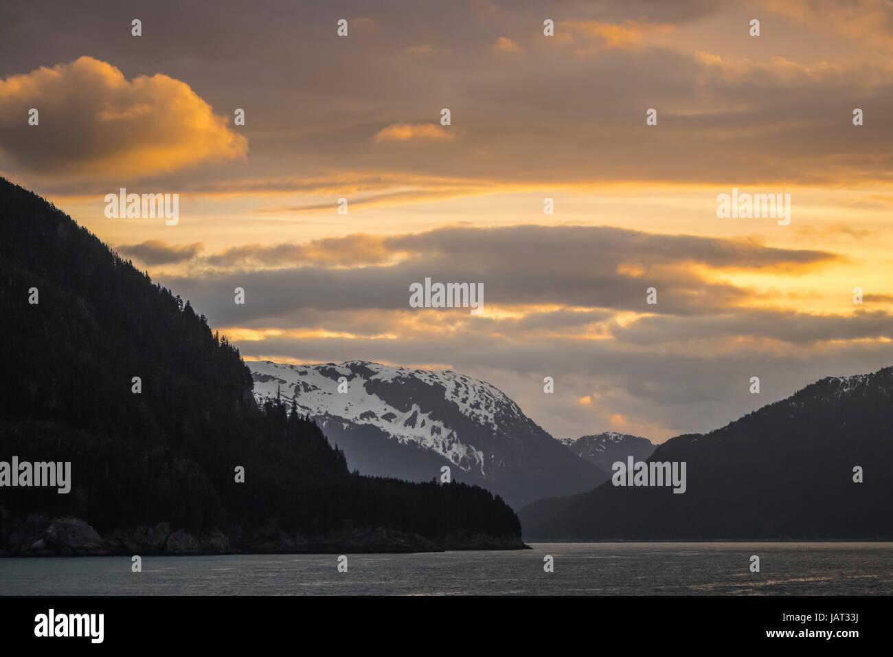 Sunrise over the mountains near Glacier Bay, Alaska, USA. - Stock Image
