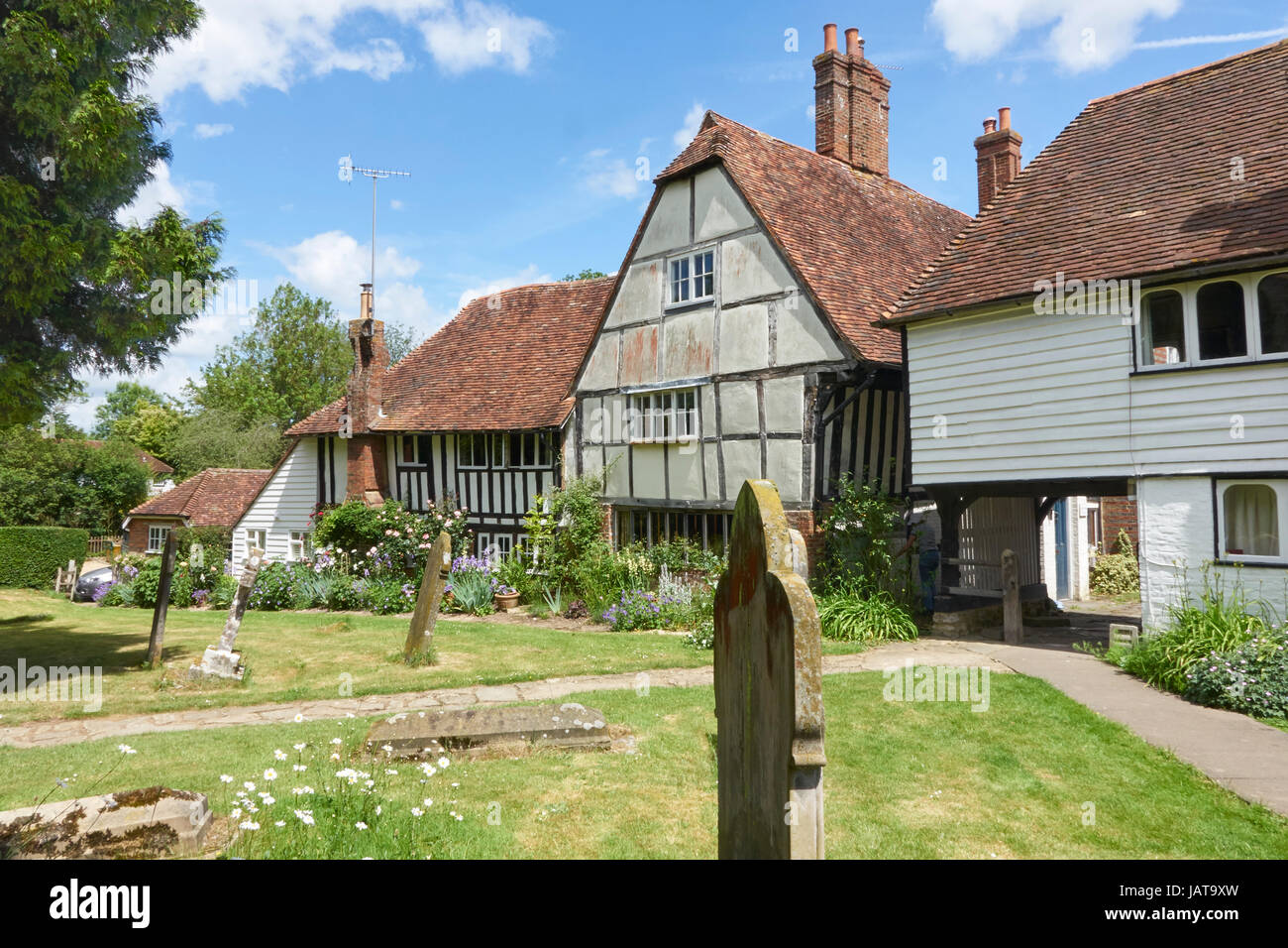 Quaint Tudor cottages bordering the churchyard in the picturesque Kentish Wealden village of Smarden, Kent, England, Stock Photo