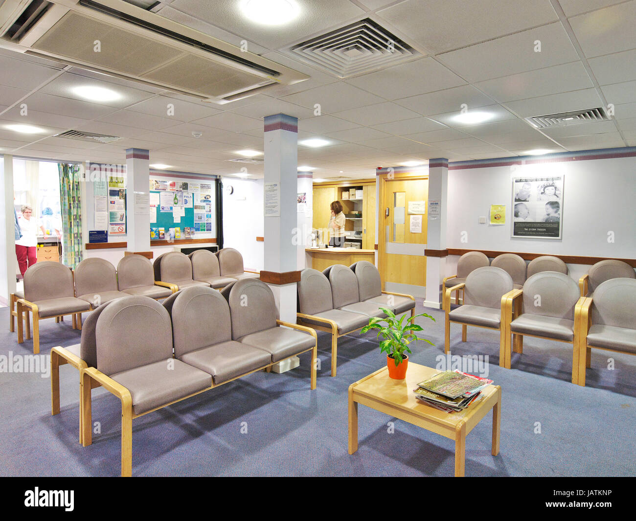 Empty waiting room in large NHS hospital.  A quiet space without any patients - Stock Image
