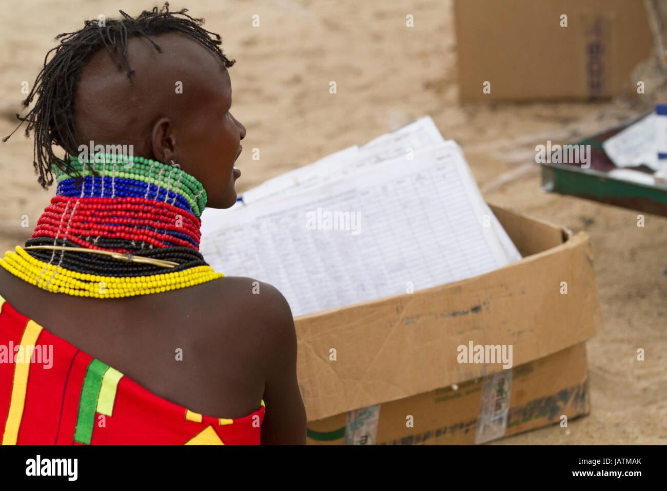 A woman attending a maternal health clinic, Turkana, Kenya - Stock Image