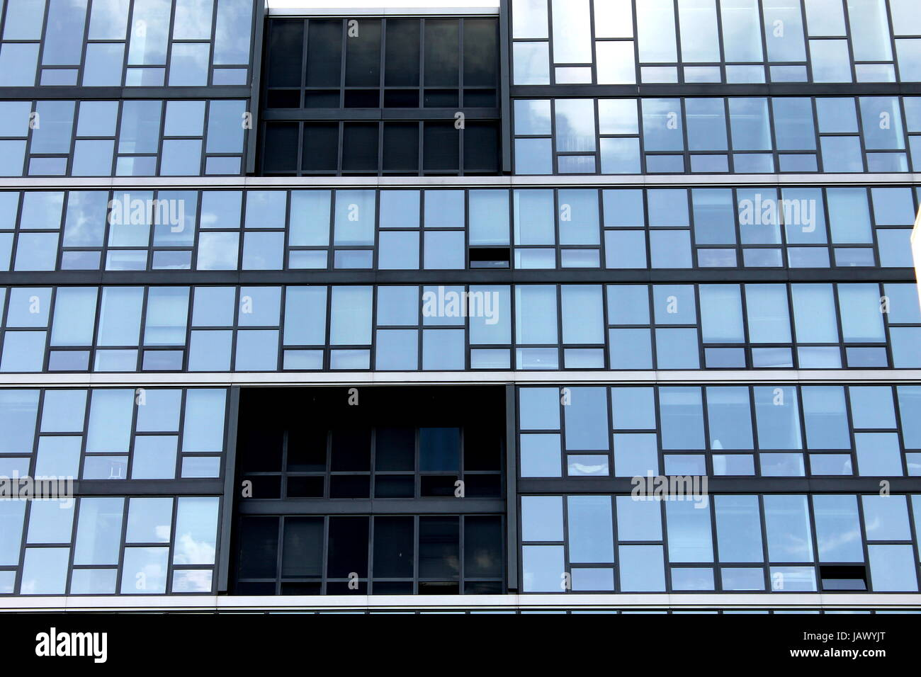 the new vue 53 apartment building in hyde park chicago the sky stock photo alamy https www alamy com stock photo the new vue 53 apartment building in hyde park chicago the sky reflecting 144400000 html