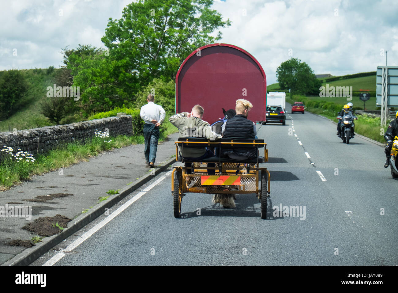Travellers on the road to Appleby Horse Fair Cumbria June 2017 - Stock Image