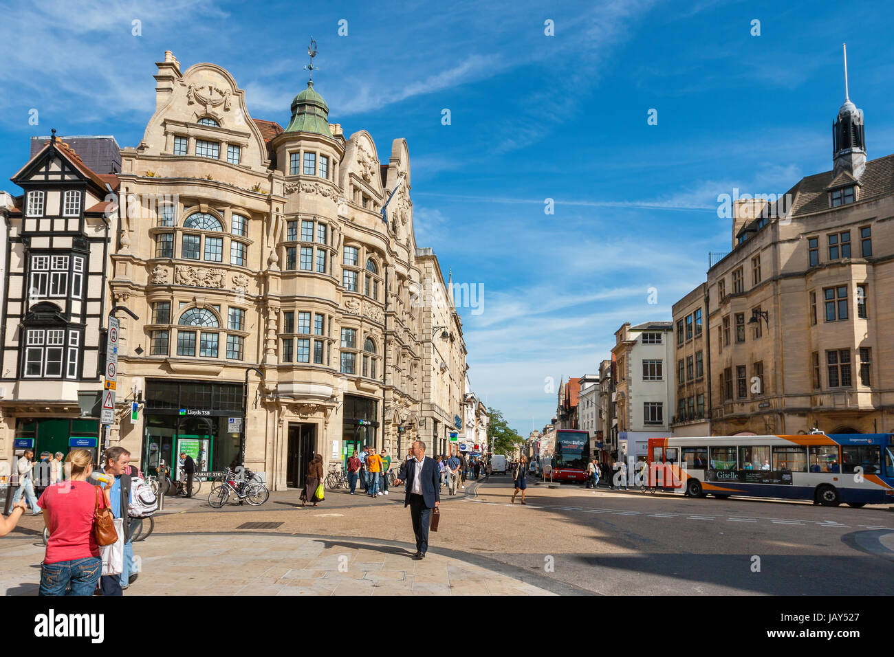 Everyday life on junction of High Street and Cornmarket Street in city centre. Oxford, England - Stock Image