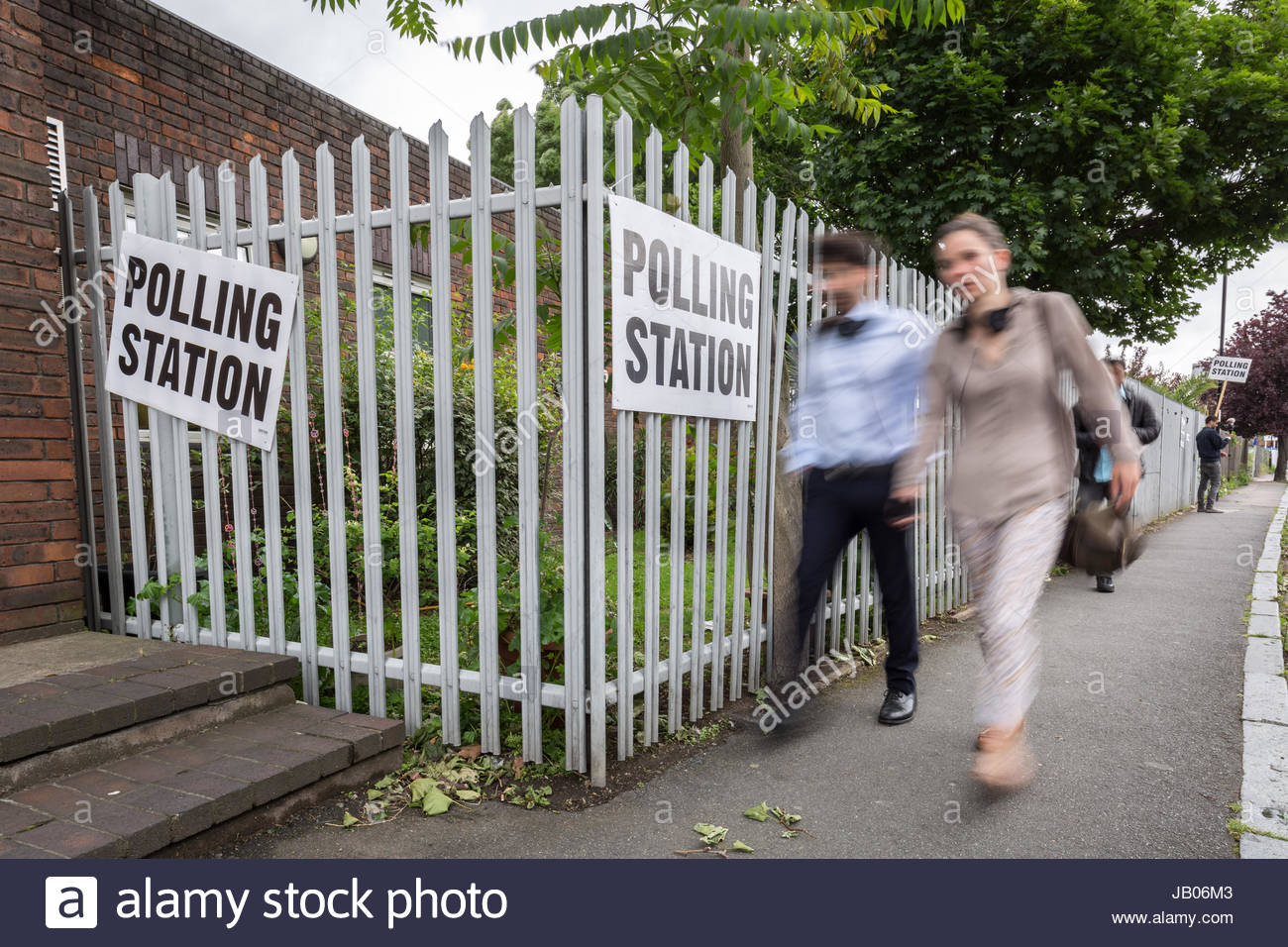 London, UK. 8th June, 2017. Polling Station leading towards Childeric Primary School. General Election Polling Day - Stock Image