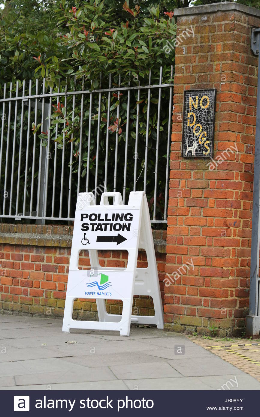 Tower Hamlets, London, UK. 8th June, 2017. No dogs allowed. 2017 UK General Election. The Barn (BN3) polling station - Stock Image