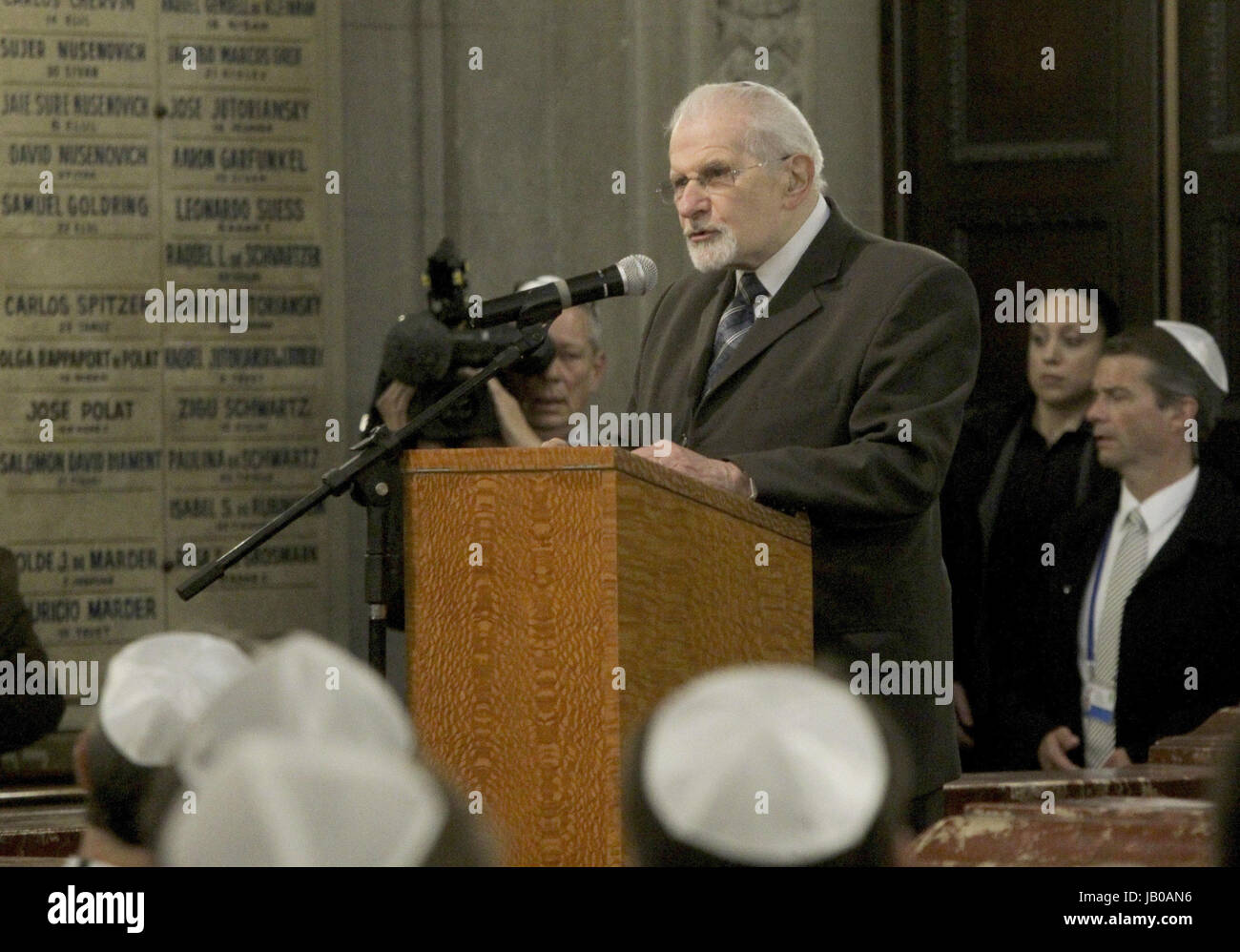 Buenos Aires, Argentina. 08th June, 2017. Argentinian rabbin Simos Moguilevsky gives a speech during the visit of Stock Photo