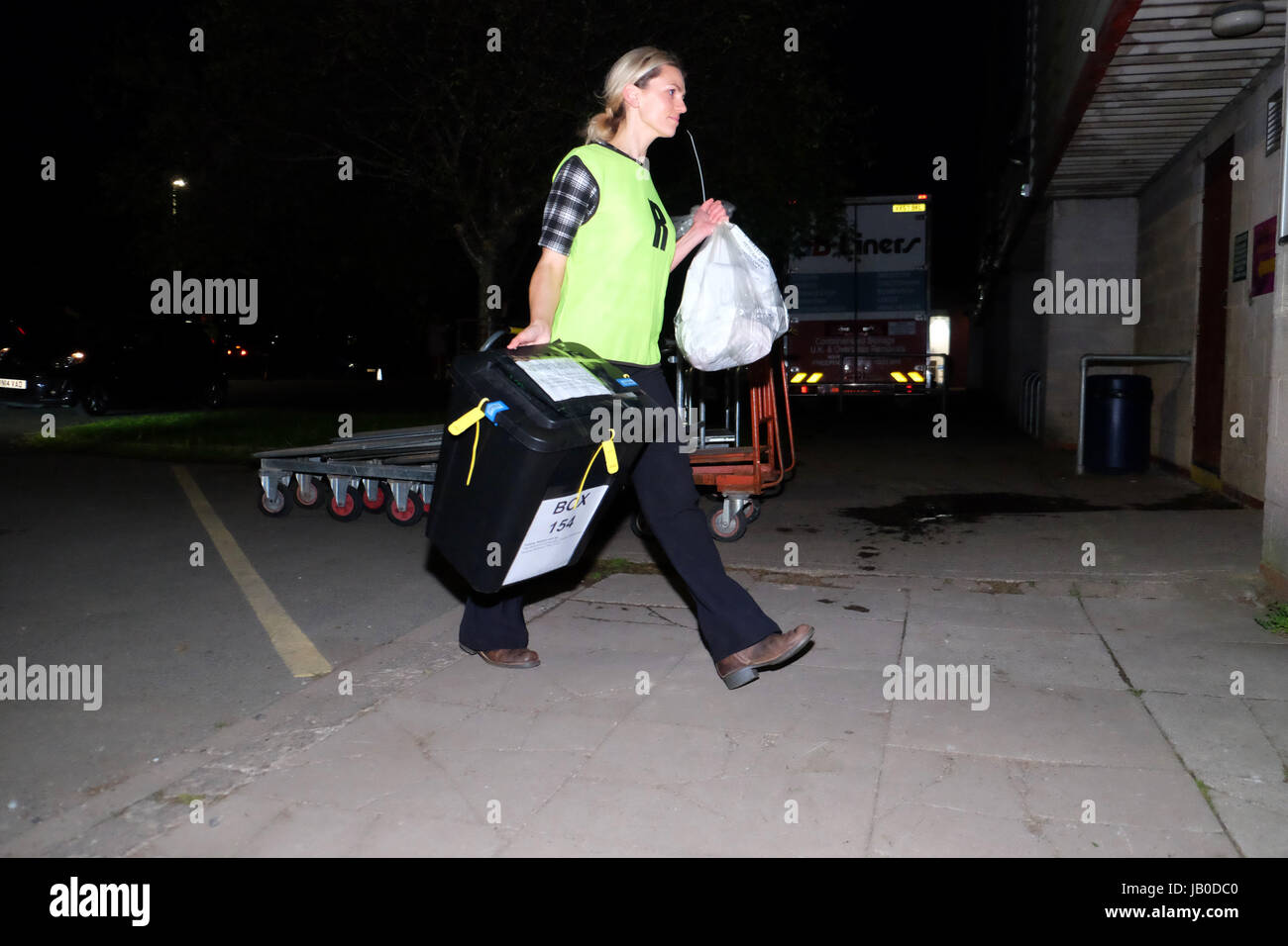 Hereford, Herefordshire, UK. 8th June, 2017. The first ballot boxes arrive at the election count centre in Hereford - Stock Image