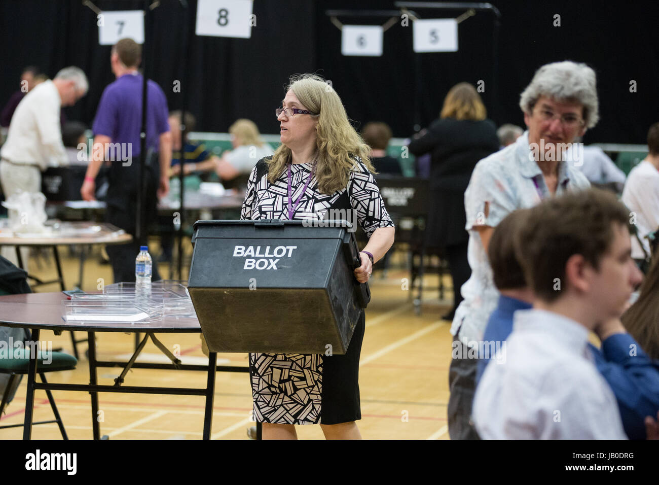 Maidenhead, UK. 8th June, 2017. The first ballot boxes containing postal votes arrive at the count in Prime Minister - Stock Image