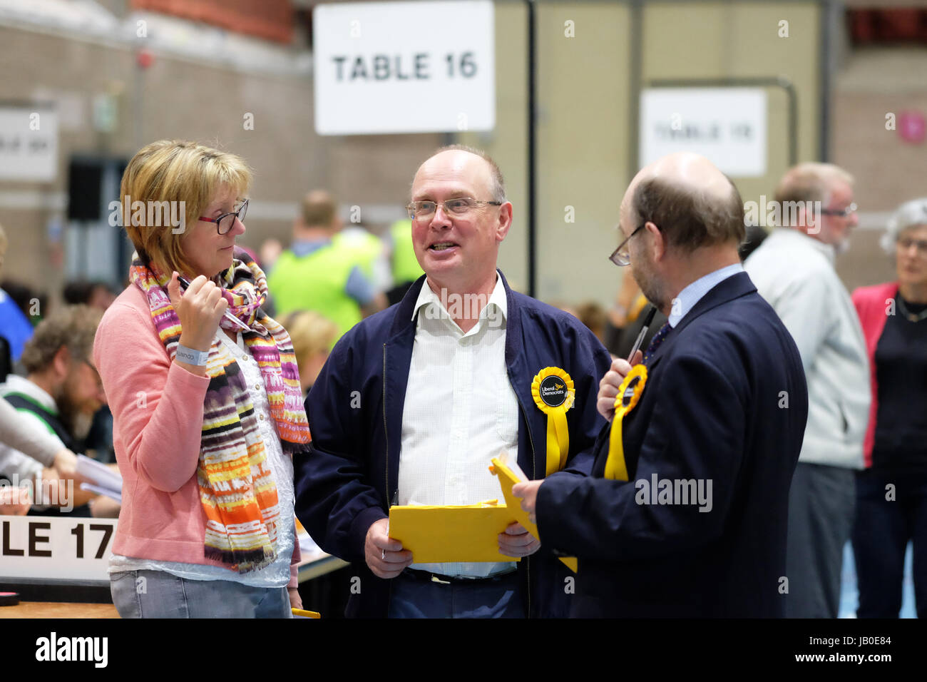 Hereford, Herefordshire, UK - Thursday 8th June 2017 - Party teller workers from the Liberal party confer with each - Stock Image