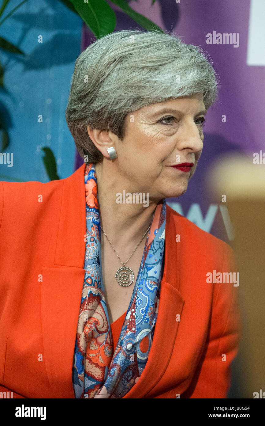 Maidenhead, UK. 9th June, 2017. Theresa May arrives at the count for the constituency of Maidenhead for the general Stock Photo