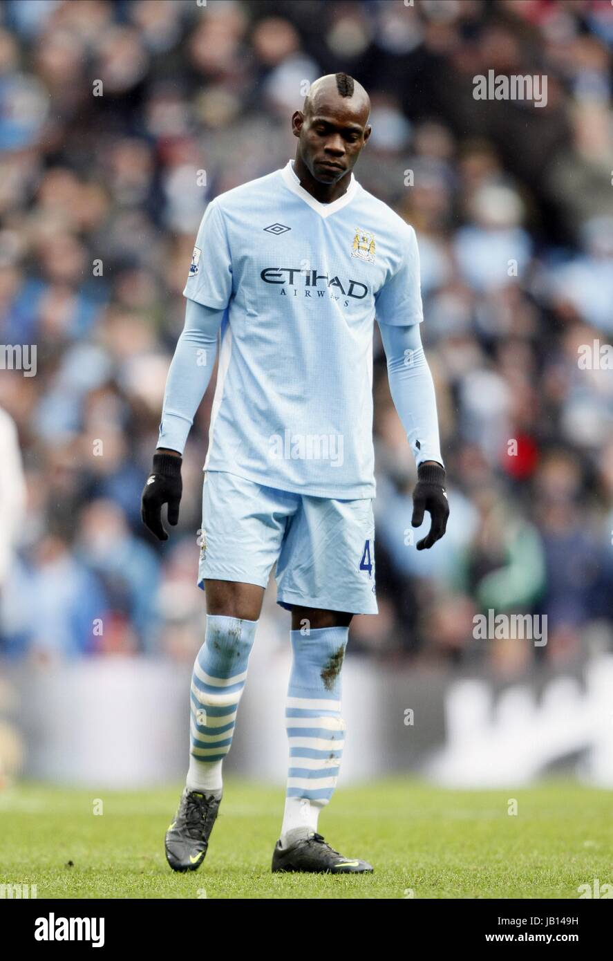 sports shoes fba61 a2a40 MARIO BALOTELLI MANCHESTER CITY FC ETIHAD STADIUM MANCHESTER ...