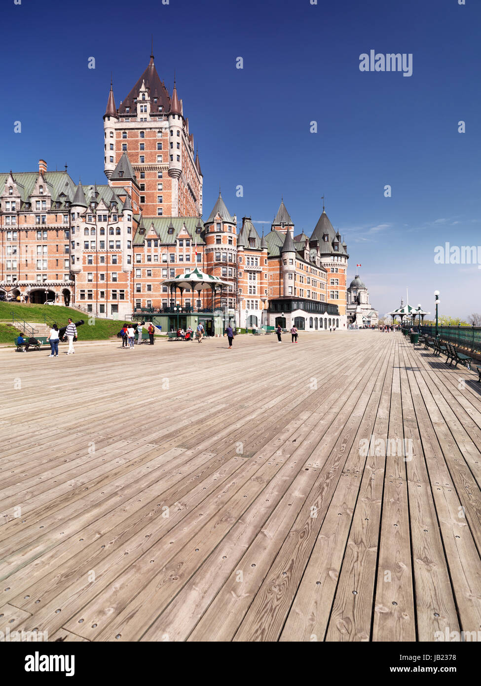 Terrasse Dufferin Boardwalk Terrace By The Fairmont Le Chteau Frontenac Castle On A Bright
