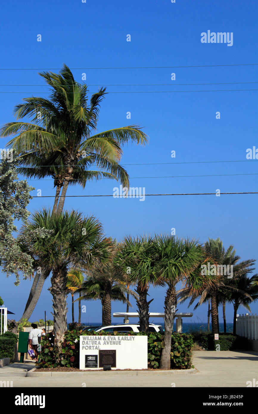 LAUDERDALE-BY-THE-SEA, FLORIDA - MARCH 23, 2013: William and Eva Karley Datura Avenue Portal seen from El Mar Drive, Stock Photo