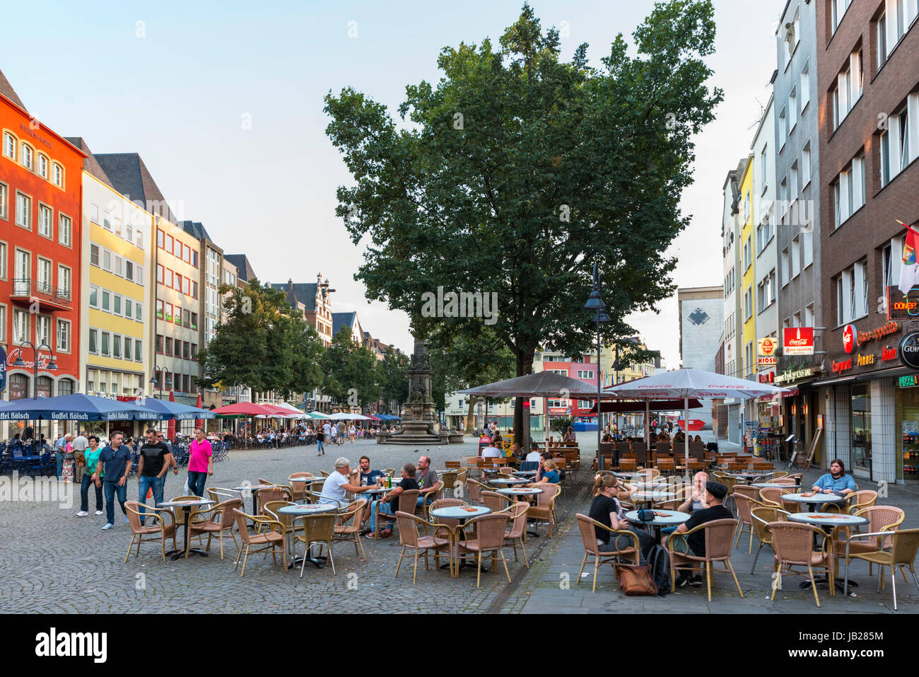 Cafes and bars in the Alter Markt (Old Market Square), Altstadt, Cologne, Germany - Stock Image