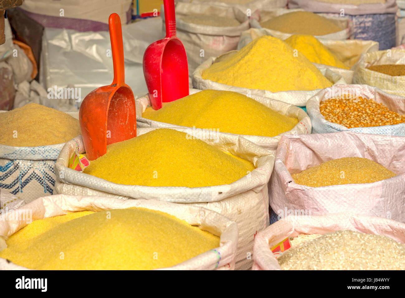 Grundnahrungsmittel, Markt in Marokko - Stock Image