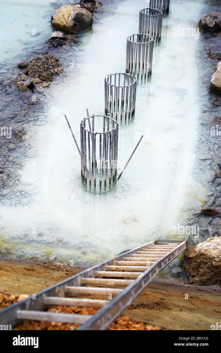 Fundament für Saeulen im Grundwasser Stock Photo