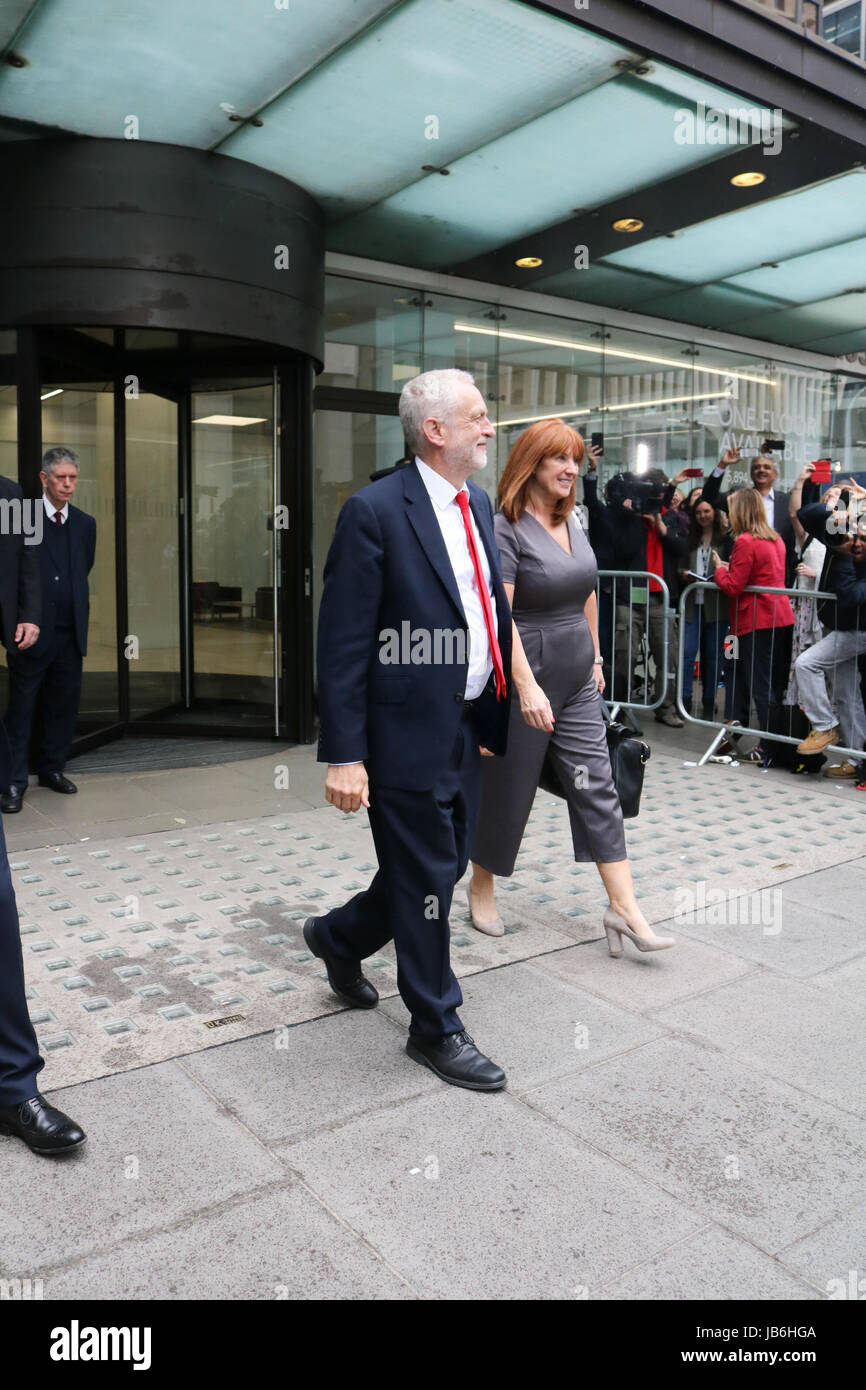 London UK. 9th June 2017. Labour leader Jeremy Corbyn leaves party Headquarters in London Credit: amer ghazzal/Alamy - Stock Image