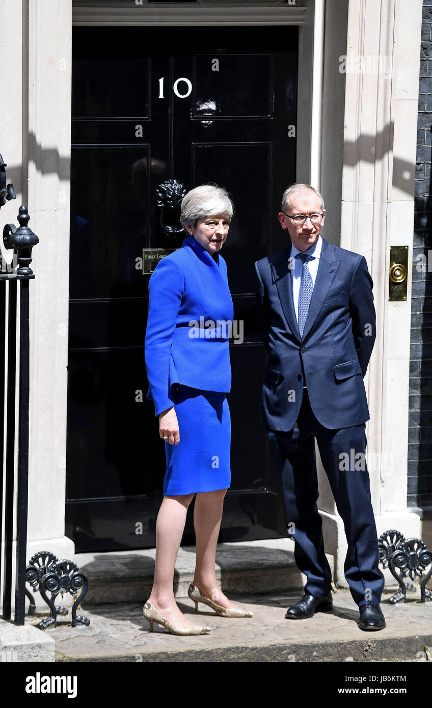 London, UK. 9th Jun, 2017. Prime Minister Theresa May and husband Phillip Credit: Finnbarr Webster/Alamy Live News - Stock Image