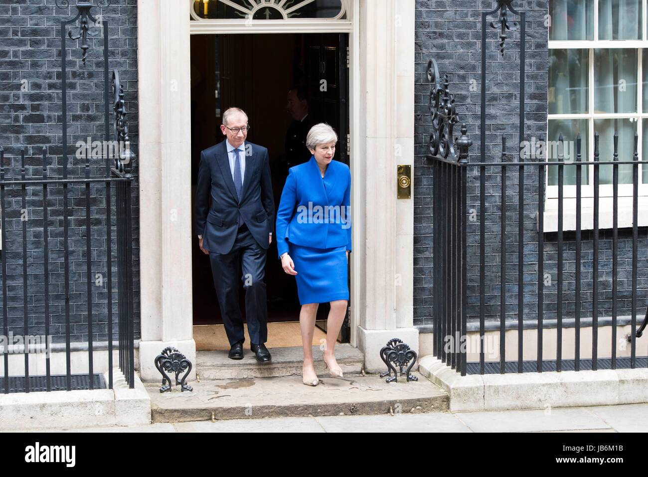 London, UK. 9th Jun, 2017. A hung parliament as May fails to win majority. Prime Minister and Conservative Party leader Theresa May and her husband, Philip May, leave 10 Downing Street to visit the Queen. London, UK. 09/06/2017 | usage worldwide Credit: dpa picture alliance/Alamy Live News Stock Photo