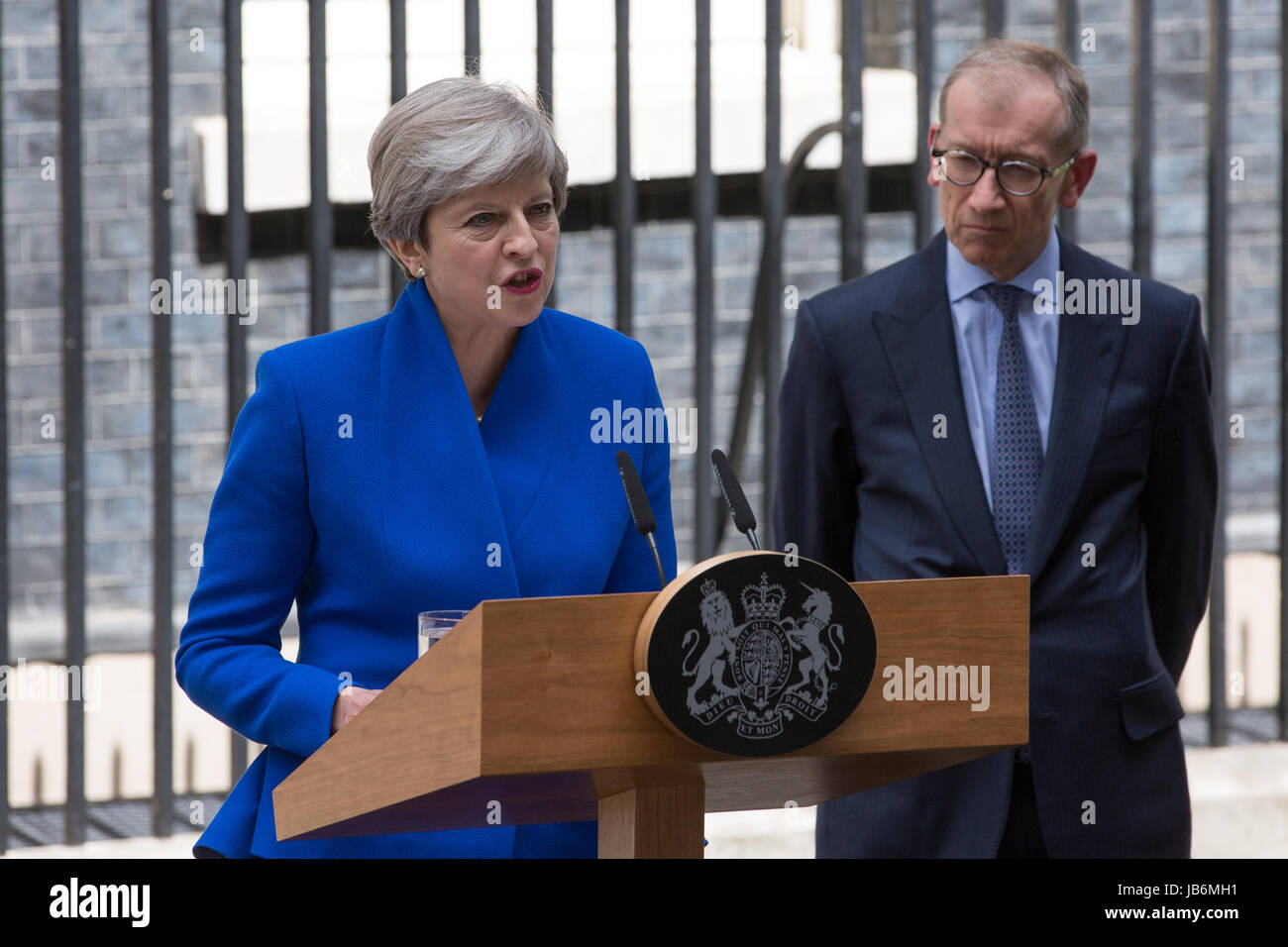 London, UK. 9th June, 2017. Theresa May makes a statement outside 10 Downing Street regarding the formation of a - Stock Image