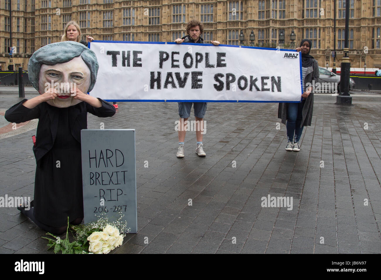 London, UK. 9th June, 2017. Campaigners from global citizens´ movement Avaaz demonstrate after UK general elections - Stock Image