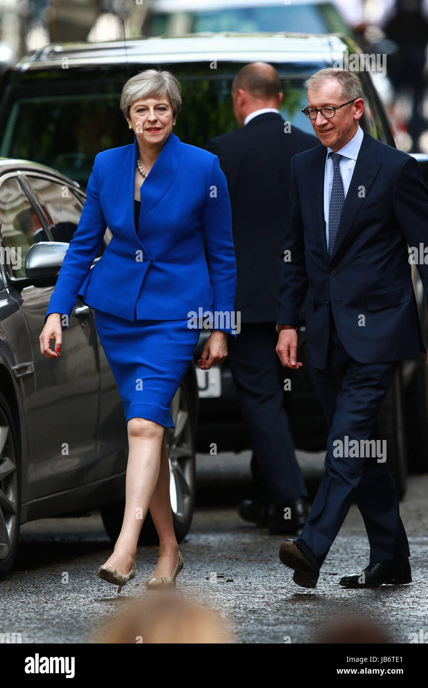 London, UK. 09th June, 2017. Theresa May, still the Prime Minster of Great Britain, arrives back in Downing Street - Stock Image