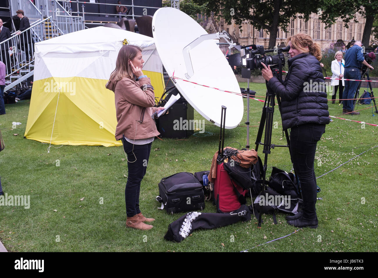 London, UK. 9th June, 2017. International television news organisations report from Westminster following UK General - Stock Image