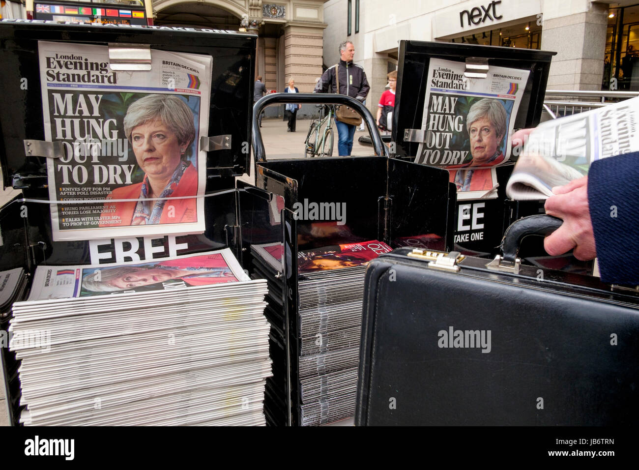 London, UK. 9th June, 2017. The London Evening Standard newspaper front page on the day after the UK General Election - Stock Image