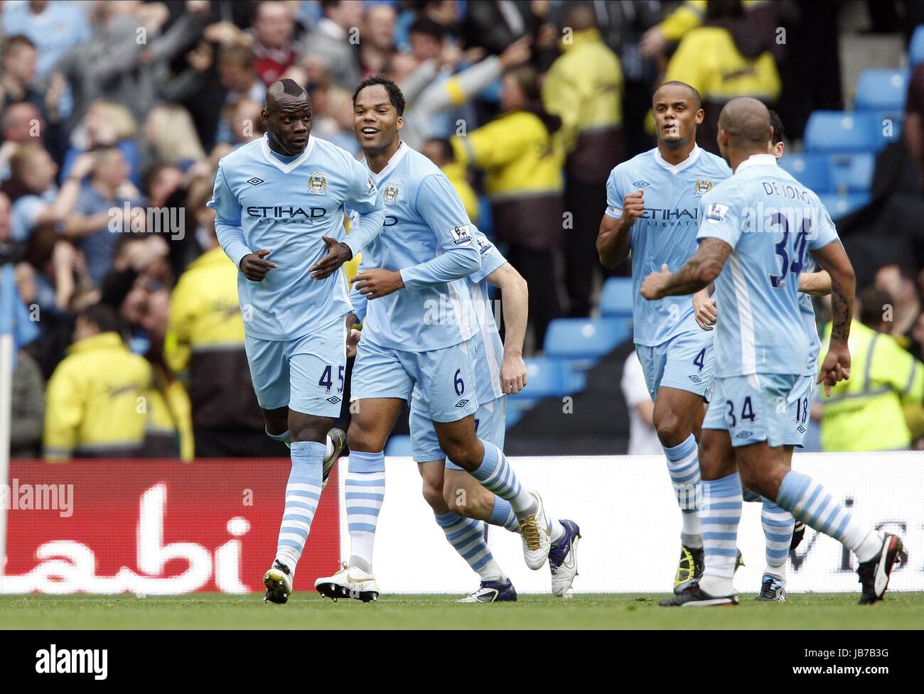 hot sale online 45b16 9b49e MARIO BALOTELLI TEAM CELEBRATE MANCHESTER CITY FC MANCHESTER ...