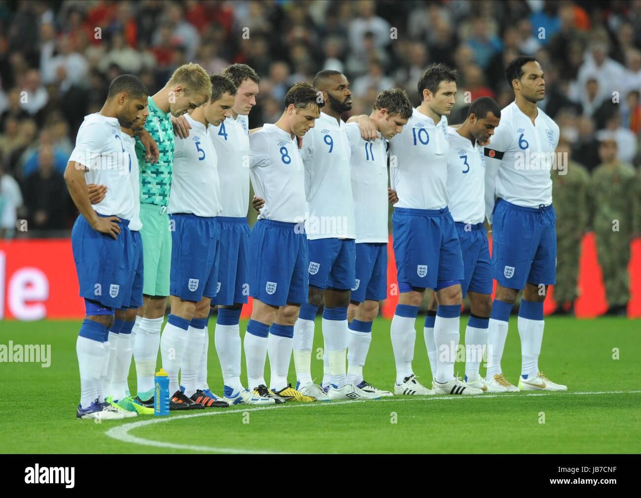 THE ENGLAND TEAM OBSERVE THE M ENGLAND V SPAIN WEMBLEY STADIUM LONDON ENGLAND 12 November 2011 - Stock Image