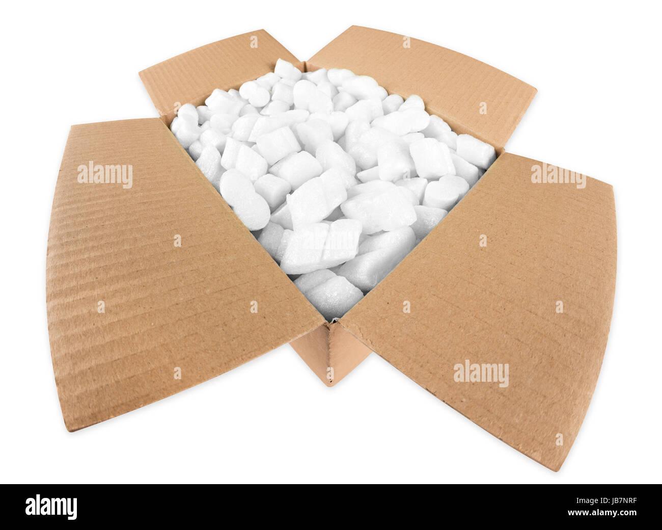 Offenes Paket mit styroporflocken Stock Photo