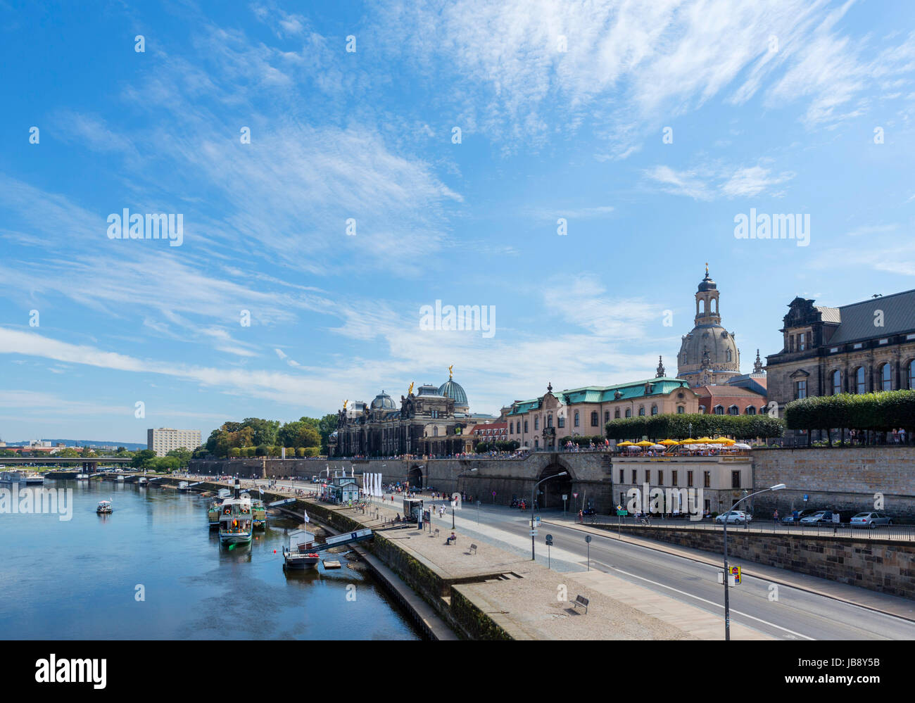 The River Elbe looking towards the Brühlsche Terrasse, Dresden, Saxony, Germany - Stock Image