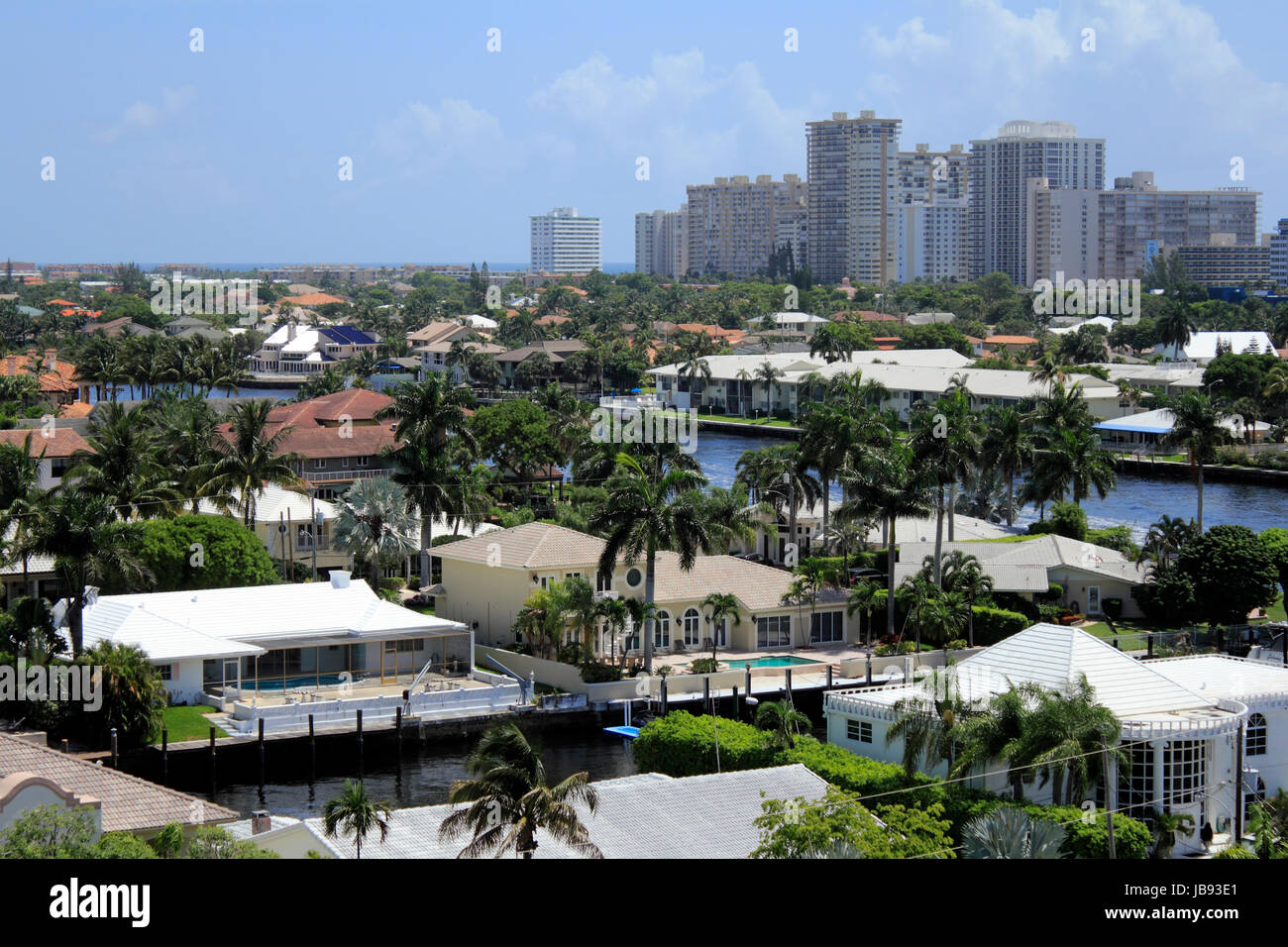 FORT LAUDERDALE, FLORIDA - JUNE 18, 2013: High up day view of upscale residential homes and condominiums with the - Stock Image